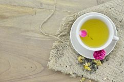 Tasse de thé de fleur le meilleur pour la peau de beautirul Photographie stock libre de droits