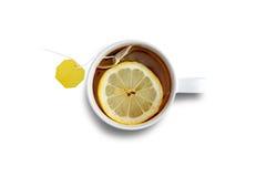 Tasse de thé noir frais avec le citron image libre de droits