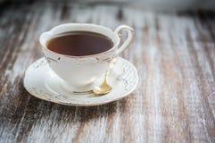 Tasse de thé sur le fond en bois photo libre de droits