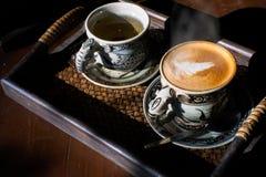Tasse de vintage de café et de thé chaud photos libres de droits