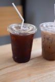 Tasse en plastique d'americano glacé de café noir Image libre de droits