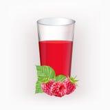 Tasse en verre avec du jus des framboises Image libre de droits