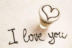 Tasse et écriture de café d'amour Je t'aime Images libres de droits