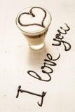 Tasse et écriture de café d'amour Je t'aime Photo stock
