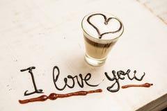 Tasse et écriture de café d'amour Je t'aime Photographie stock