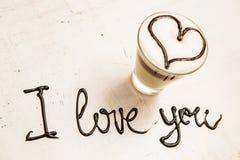 Tasse et écriture de café d'amour Je t'aime Image stock