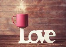 Tasse et amour de mot Image stock