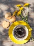 Tasse et biscuits de café Image stock