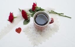Tasse et roses Photo stock