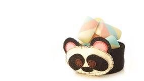 Tasse faite main avec la forme mousseuse de panda avec la sucrerie à l'intérieur Images libres de droits