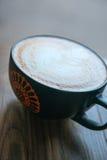Tasse fraîche de café chaud Images stock