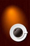 Tasse Kaffee auf dem Schreibtisch stockfoto