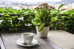 Tasse Kaffee auf dem Straßencafé prag Lizenzfreie Stockbilder