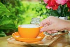 Tasse Kaffee auf der Tabelle Lizenzfreie Stockfotos