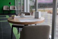 Tasse Kaffee auf der Tabelle Lizenzfreies Stockfoto