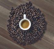 Tasse Kaffee auf der Tabelle Stockbilder