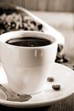 Tasse Kaffee auf Holz stockfoto