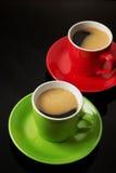Tasse Kaffee auf Schwarzem stockbild