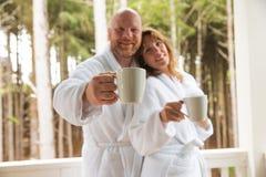 Tasse Kaffee des frühen Morgens Stockfoto