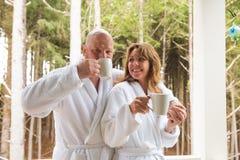 Tasse Kaffee des frühen Morgens Stockbild