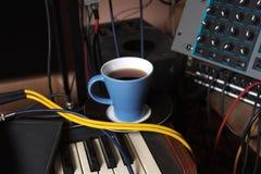Tasse Kaffee in einem Studio Stockfotos