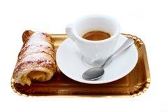 Tasse Kaffee mit Bonbons Stockbilder