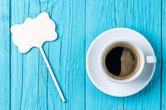 Tasse Kaffee mit Deckel stockfoto