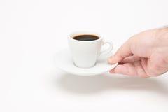 Tasse Kaffee mit der Hand Lizenzfreie Stockfotos