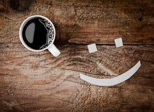 Tasse Kaffee mit einem lächelnden Gesicht Stockfotografie