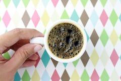 Tasse Kaffee mit Hintergrund Lizenzfreie Stockfotografie