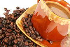 Tasse Kaffee mit Kaffeebohne stockfotos