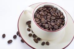Tasse Kaffee mit Kaffeebohnen Lizenzfreies Stockbild