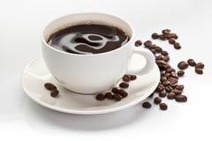 Tasse Kaffee mit Kaffeebohnen Lizenzfreie Stockbilder