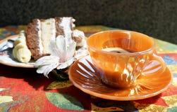 Tasse Kaffee mit Kuchen Stockbilder