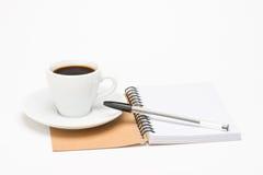 Tasse Kaffee mit Notizbuch Lizenzfreies Stockbild
