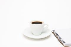 Tasse Kaffee mit Notizbuch Lizenzfreie Stockfotografie