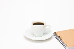 Tasse Kaffee mit Notizbuch Lizenzfreie Stockbilder