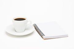 Tasse Kaffee mit Notizbuch Lizenzfreies Stockfoto