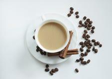 Tasse Kaffee mit Zimt Stockfotos