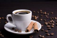 Tasse Kaffee mit Zimt Lizenzfreie Stockfotografie