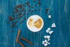 Tasse Kaffee mit Zucker und Zimt Lizenzfreie Stockbilder