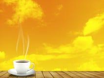 Tasse Kaffee und Abendhimmel Lizenzfreie Stockfotografie