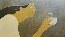 Tasse Kaffee und eine Frau Stockbilder