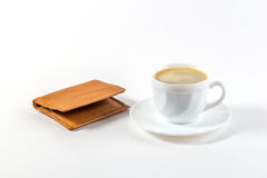 Tasse Kaffee und Geldbörse Stockfotografie