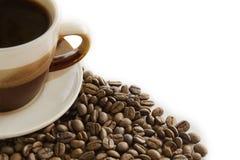 Tasse Kaffee und Kaffeebohne Stockbilder