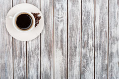 Tasse Kaffee und Kaffeebohnen Lizenzfreie Stockbilder