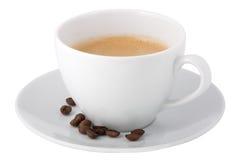 Tasse Kaffee und Kaffeebohnen stockbilder