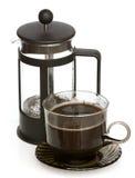 Tasse Kaffee und Kaffeemaschine lizenzfreie stockfotos