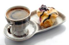 Tasse Kaffee und Kuchen Stockfotos