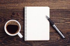Tasse Kaffee und Notizblock Lizenzfreie Stockbilder